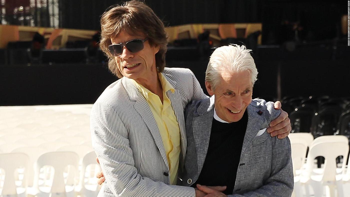 Mick Jagger saluda a Charlie Watts en su cumpleaños