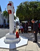Governor-Roper-lays-poppy-wreath-at-Cenotaph