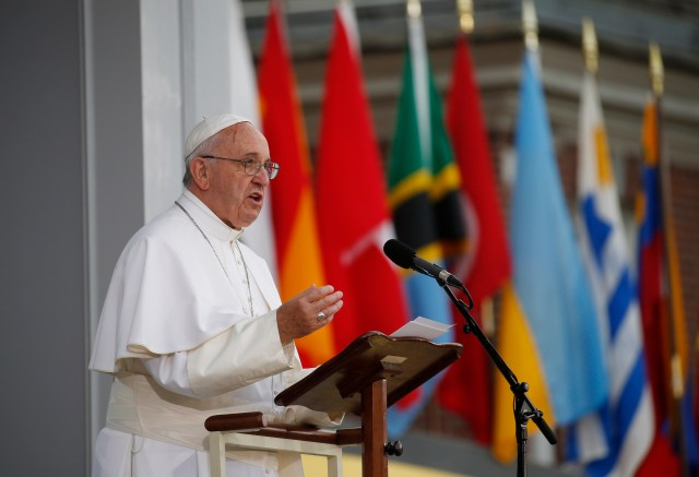 Pope Francis gives an address at Independence Mall in Philadelphia Sept. 26. (CNS/Paul Haring)