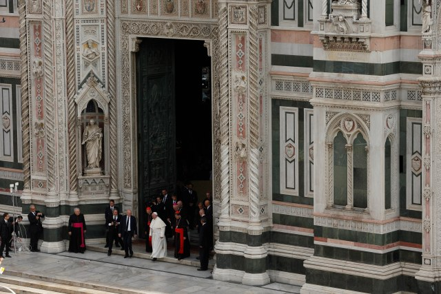 Pope Francis leaves the Duomo, the Cathedral of St. Maria del Fiore, in Florence, Italy, Nov. 10. The pope attended a meeting of Italy's bishops and cardinals in the Duomo during a one-day visit to Florence. (CNS/Paul Haring)