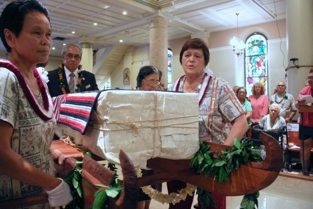 Sisters Davilyn Ah Chick, William Marie Eleniki and Francis Regis Hadano, members of the Sisters of St. Francis of the Neumann Communities, carry the remains of St. Marianne Cope into the Cathedral Basilica of Our Lady of Peace in Honolulu July 31, 2014. (CNS photo/Darlene J.M. Dela Cruz, Hawaii Catholic Herald)