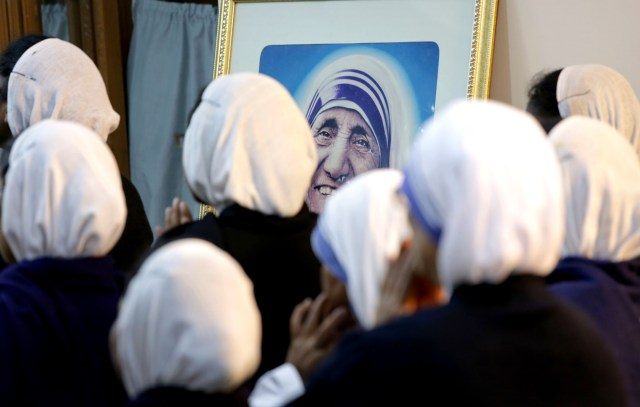 Women religious celebrate Mass in front of the tomb of Blessed Teresa of Kolkata in this Dec. 18, 2015, file photo from India. (CNS photo/Piyal Adhikary, EPA)