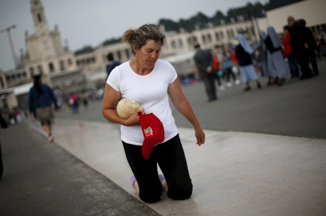 A pilgrim walks on her knees at the Marian shrine of Fatima in central Portugal in 2015. (CNS/Reuters)