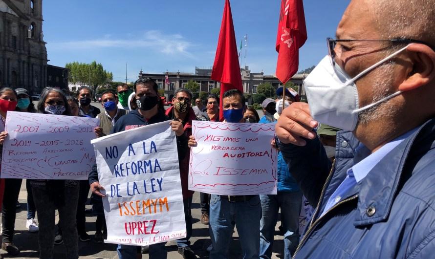 Doble protesta campesina ante el Congreso mexiquense