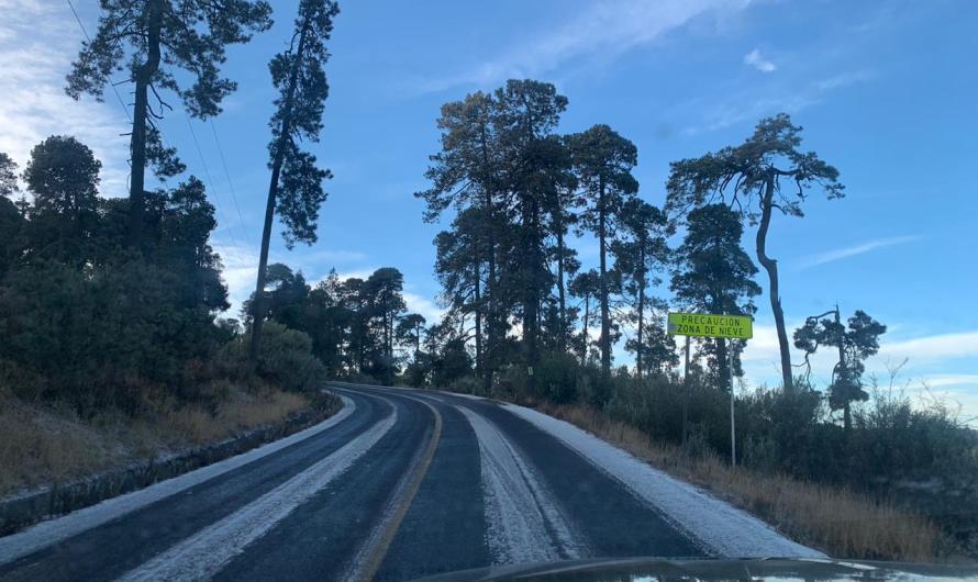 Cae primera nevada en la zona del Volcán Xinantecatl