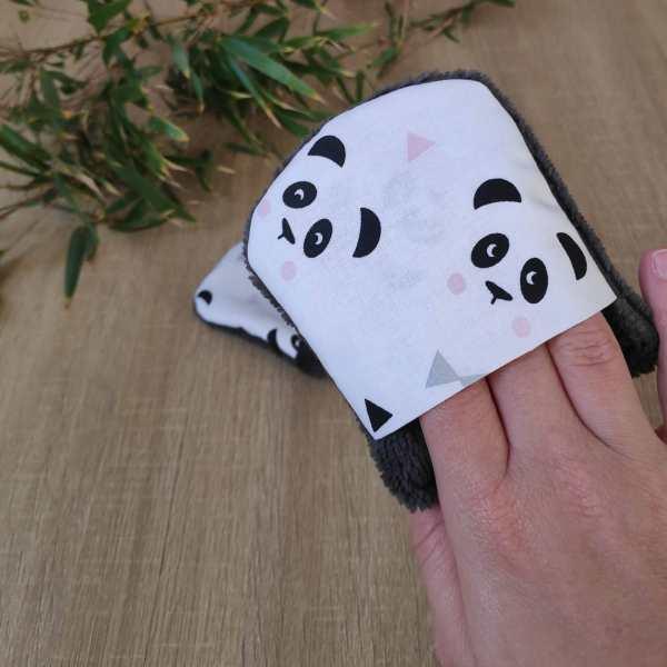 Débarbouillette à motifs pandas