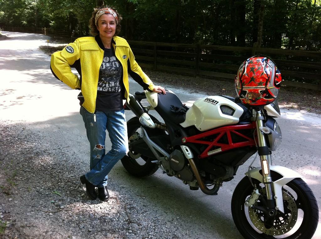 Brandware-Elke-on-Ducati-in-Mountains