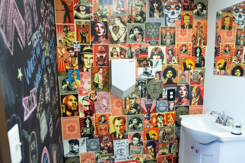 The Crossmedia Bathroom