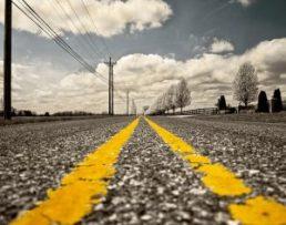 route-lignes-jaunes