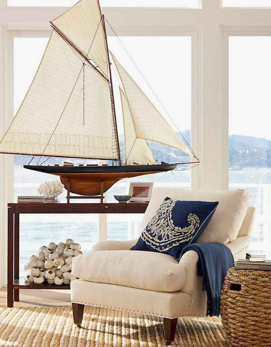 70 Cool and Clean Coastal Living Room Decorating Ideas (12)