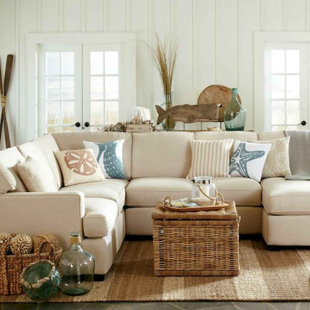 70 Cool and Clean Coastal Living Room Decorating Ideas (20)
