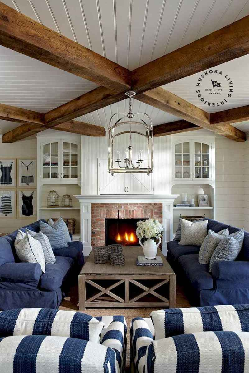 70 Cool and Clean Coastal Living Room Decorating Ideas (27)