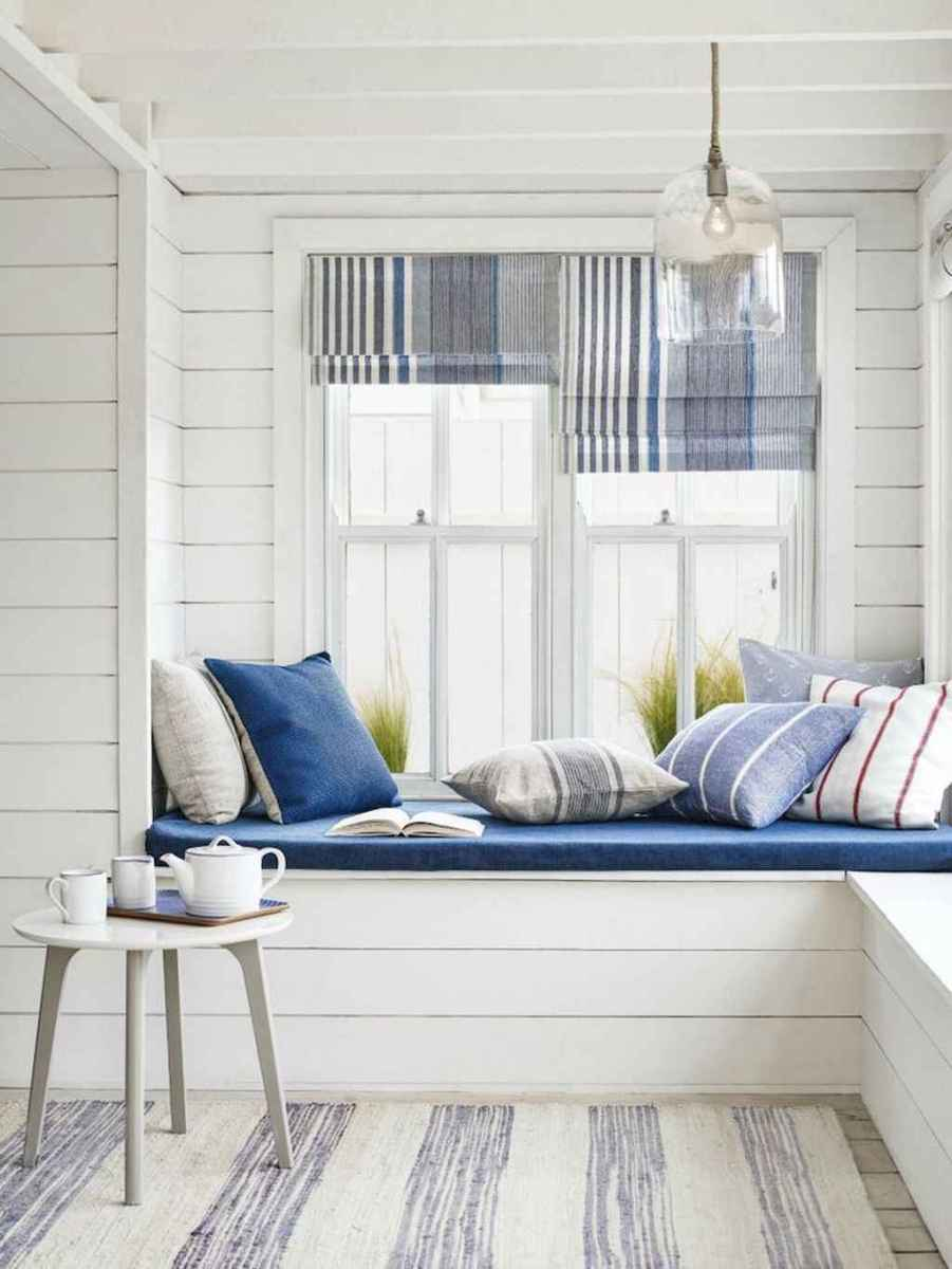 70 Cool and Clean Coastal Living Room Decorating Ideas (29)