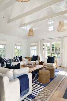 70 Cool and Clean Coastal Living Room Decorating Ideas (32)