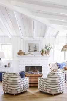 70 Cool and Clean Coastal Living Room Decorating Ideas (36)