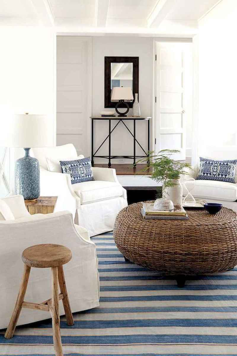 70 Cool and Clean Coastal Living Room Decorating Ideas (39)