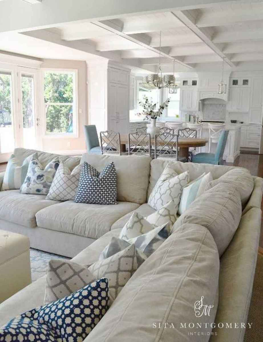 70 Cool and Clean Coastal Living Room Decorating Ideas (47)