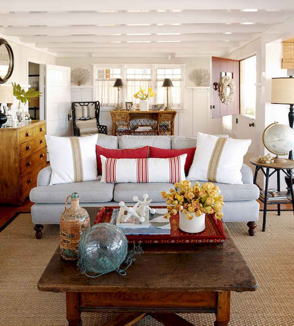 70 Cool and Clean Coastal Living Room Decorating Ideas (57)
