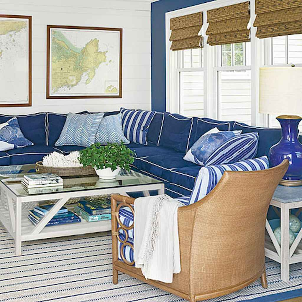70 Cool and Clean Coastal Living Room Decorating Ideas (58)