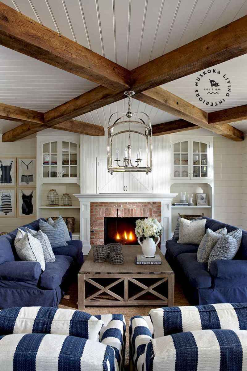 70 Cool and Clean Coastal Living Room Decorating Ideas (67)