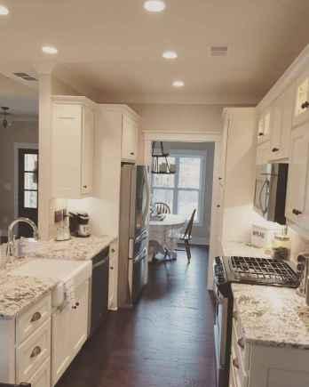 70 Brilliant Small Apartment Kitchen Decor Ideas (17)
