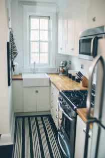 70 Brilliant Small Apartment Kitchen Decor Ideas (60)