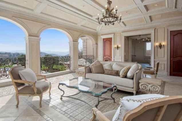 25 Mediterranean Living Room Decor Ideas (24)