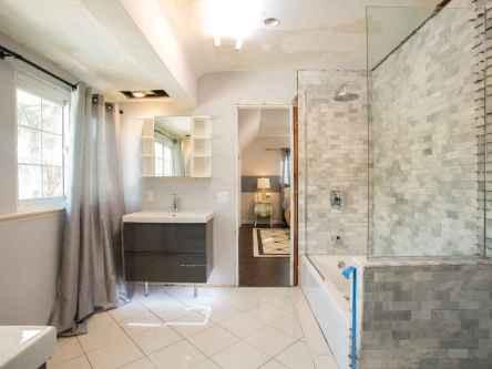 100 Farmhouse Bathroom Tile Shower Decor Ideas And Remodel To Inspiring Your Bathroom (25)