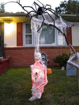 60 DIY Outdoor Halloween Decorations Ideas And Makeover (30)