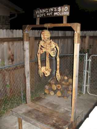 60 DIY Outdoor Halloween Decorations Ideas And Makeover (57)