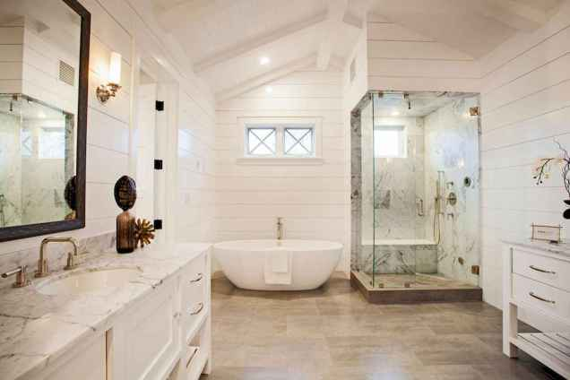 80 Awesome Farmhouse Master Bathroom Decor Ideas And Remodel (71)