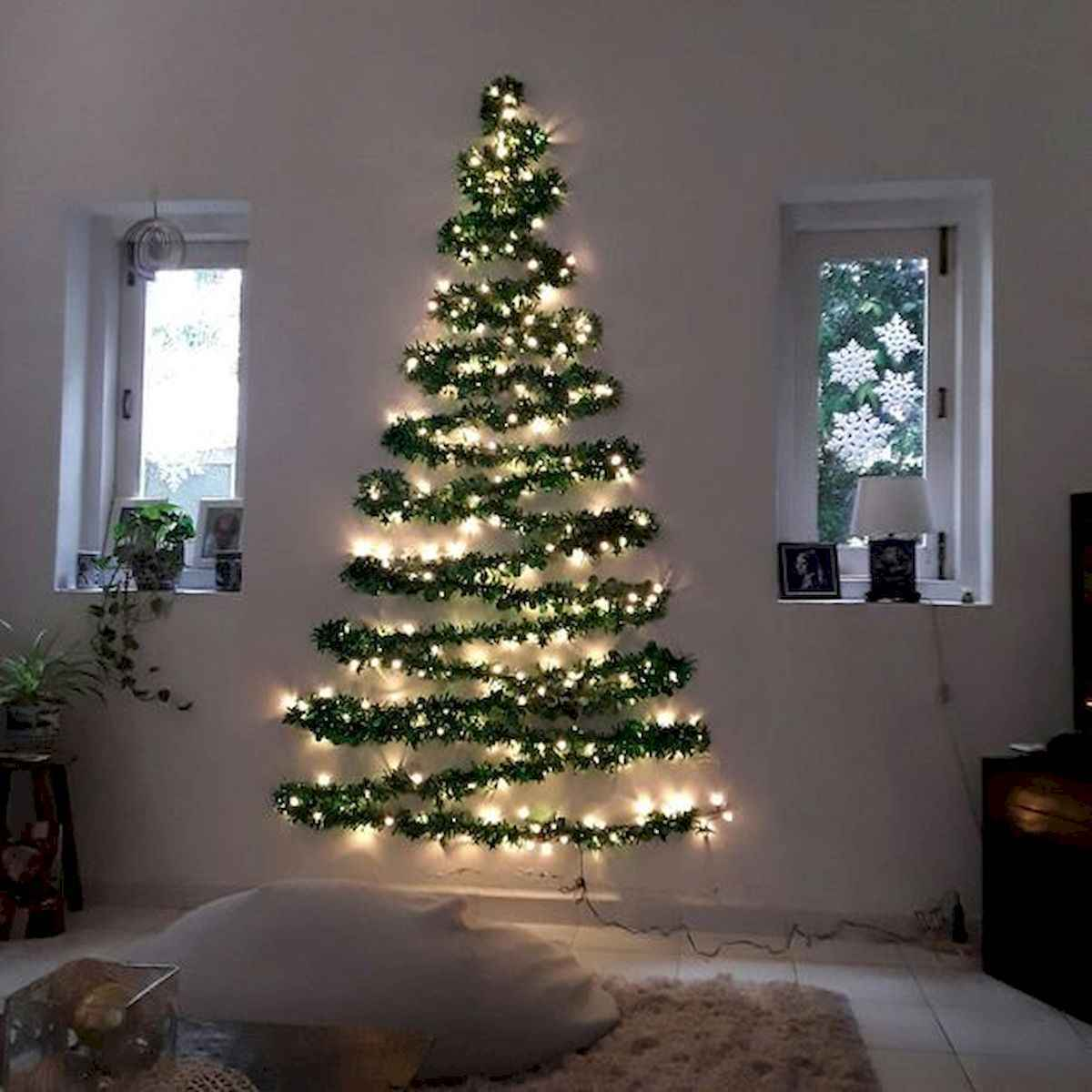 35 Awesome Apartment Christmas Decor Ideas (34)