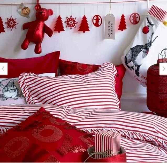 40 Awesome Bedroom Christmas Decor Ideas (36)