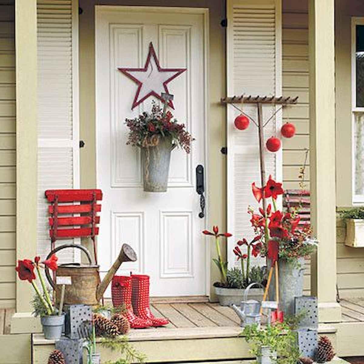50 front porches farmhouse christmas decor ideas 41