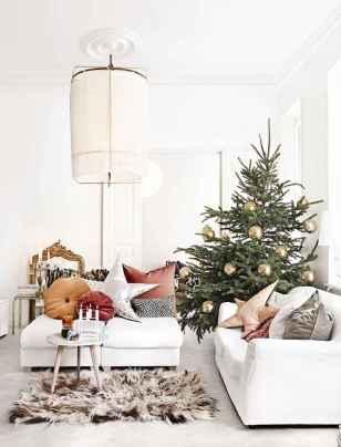 60 Simple Living Room Christmas Decor Ideas (36)