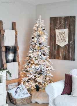 60 Simple Living Room Christmas Decor Ideas (38)