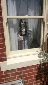 15 Creative Halloween Window Decoration Ideas (7)