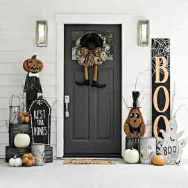 22 Chilling and Creative Halloween Porch Decorations (12)