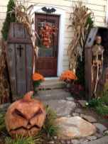 22 Chilling and Creative Halloween Porch Decorations (17)