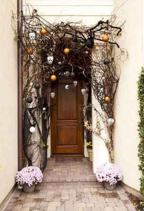 22 Chilling and Creative Halloween Porch Decorations (19)