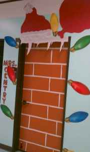 40 Simple DIY Christmas Door Decorations For Home And School (20)