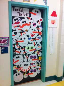 40 Simple DIY Christmas Door Decorations For Home And School (41)