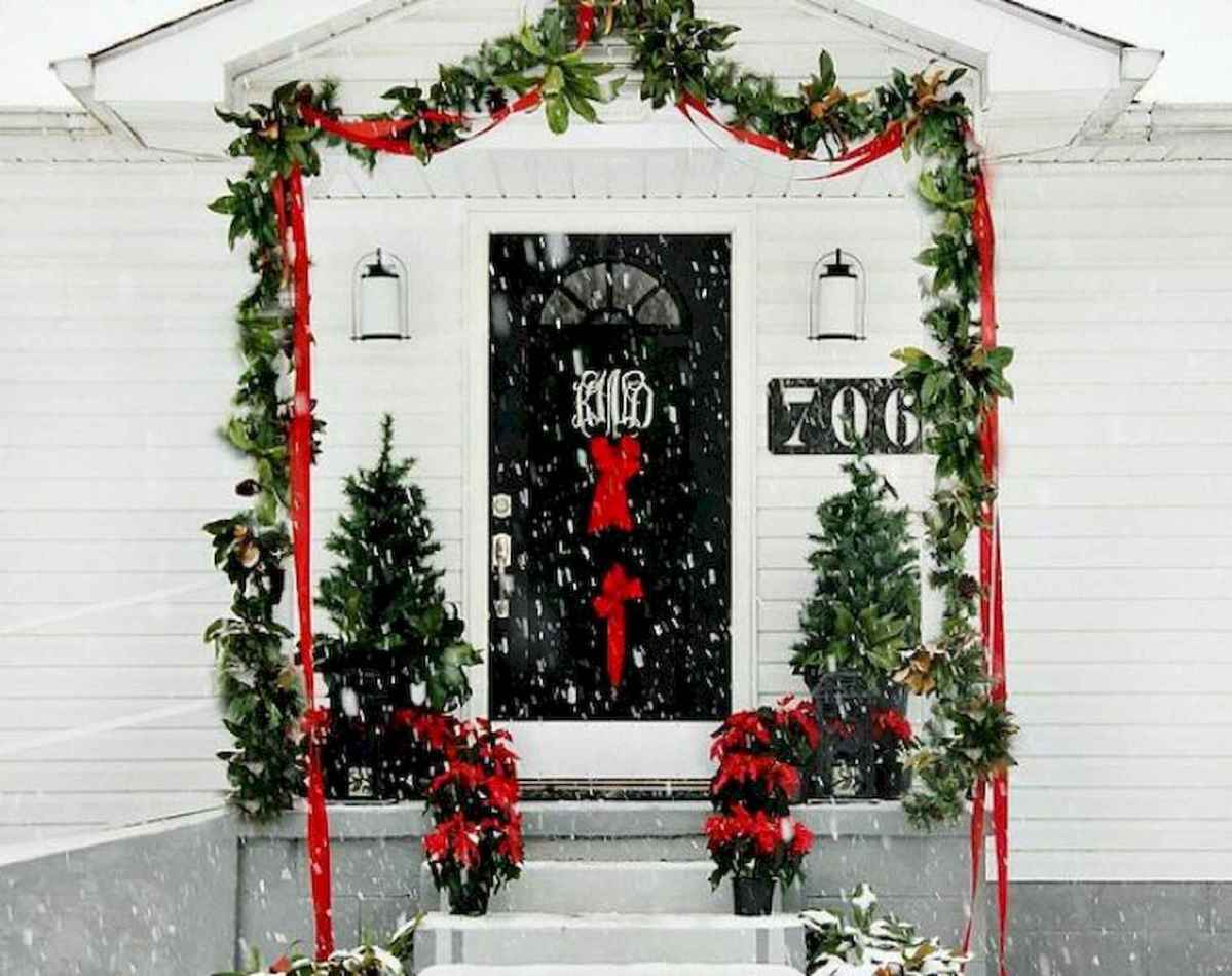 50 Awesome Christmas Front Porch Decor Ideas And Design (15)