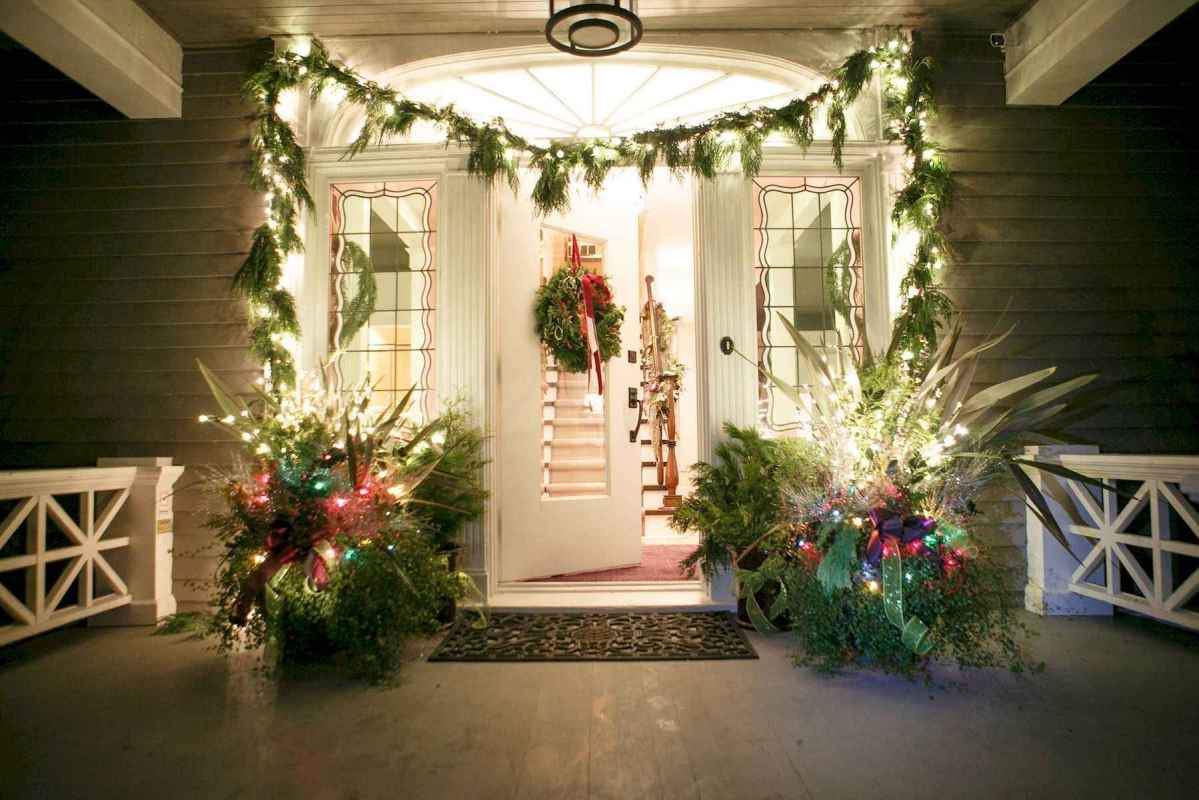 50 Awesome Christmas Front Porch Decor Ideas And Design (23)