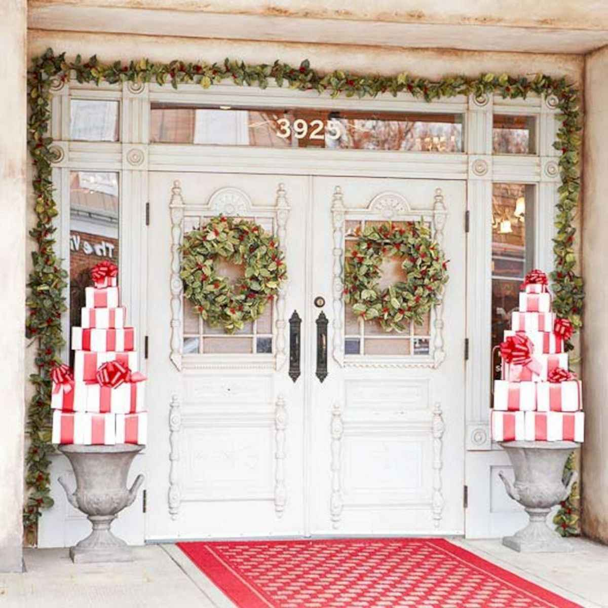 50 Awesome Christmas Front Porch Decor Ideas And Design (25)