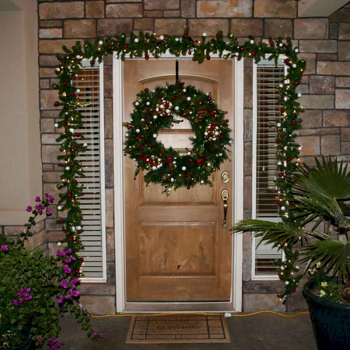 50 Awesome Christmas Front Porch Decor Ideas And Design (26)
