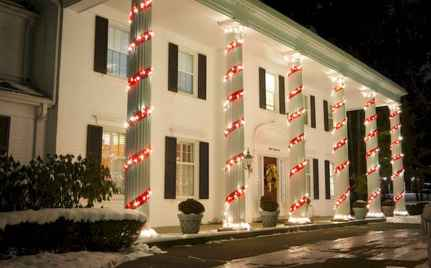 50 Awesome Christmas Front Porch Decor Ideas And Design (32)