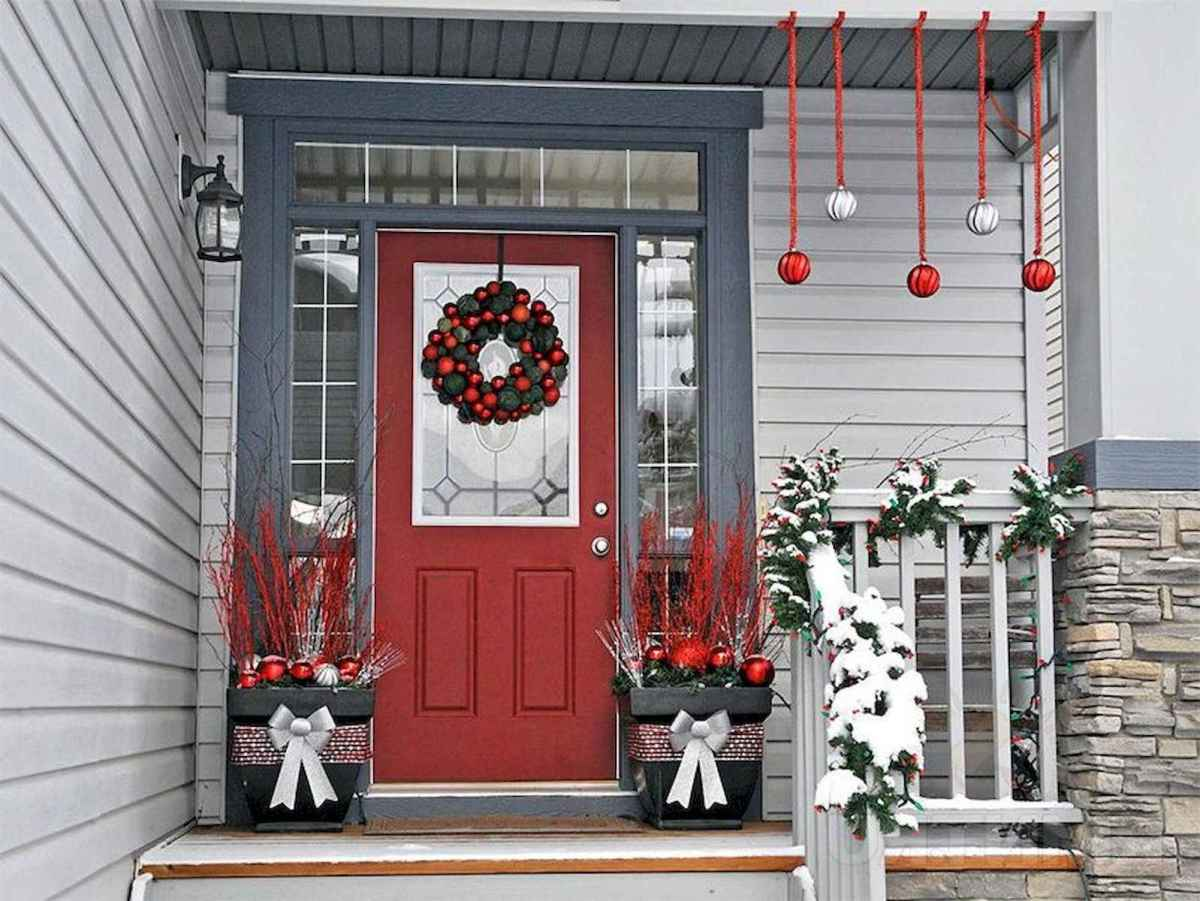 50 Awesome Christmas Front Porch Decor Ideas And Design (37)