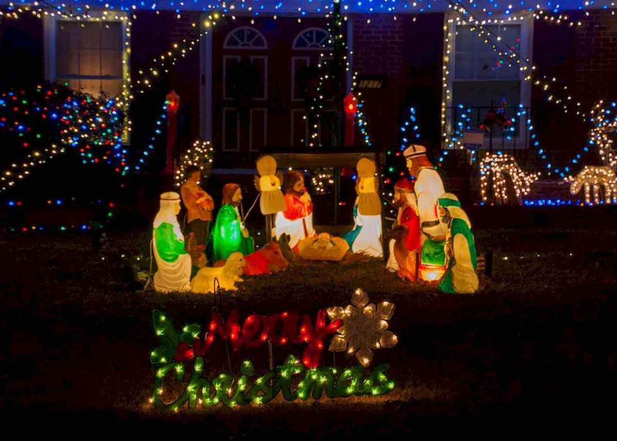 50 Awesome Outdoor Christmas Decor Ideas And Makeover (48)