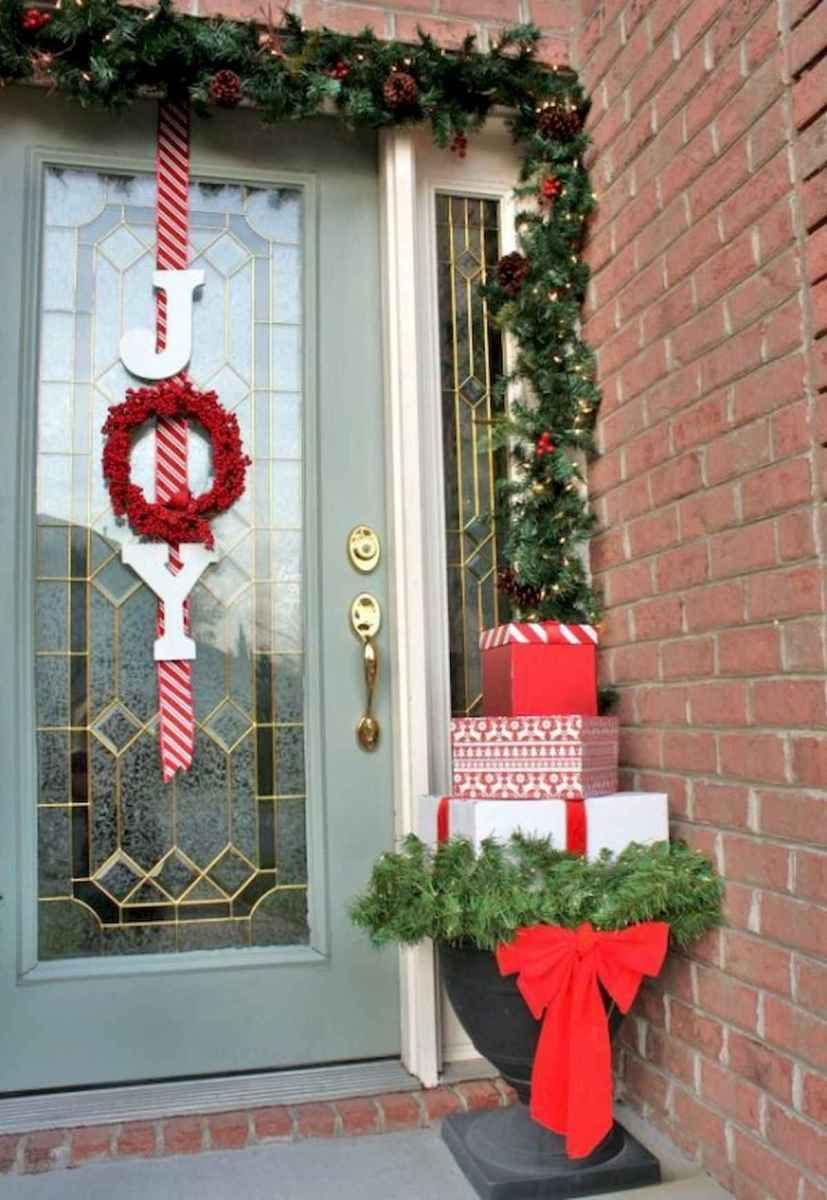 50 Christmas Front Porch Decor Ideas And Makeover (17)